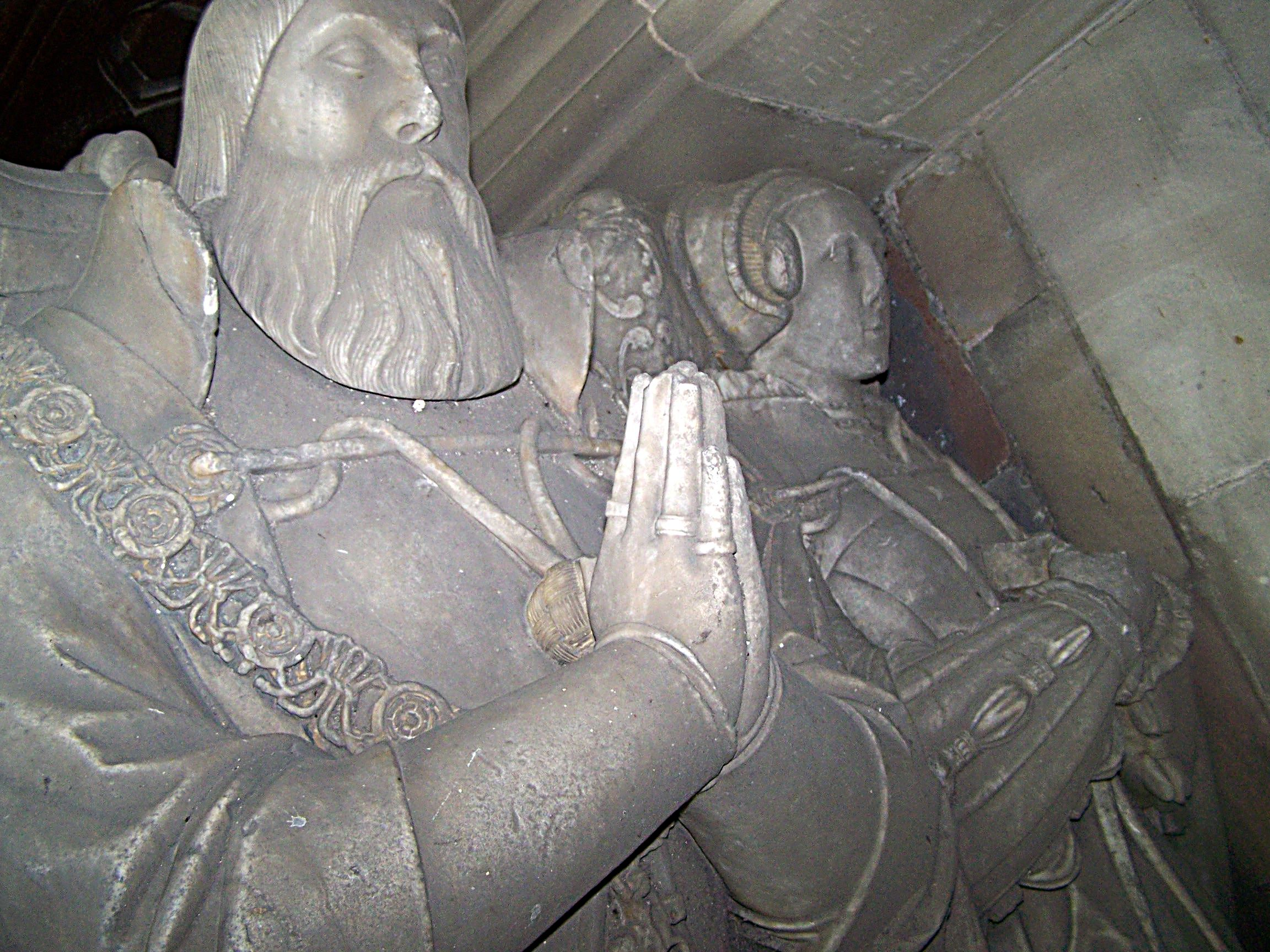 1558 (approx) - Monument of Walter Devereux and his second wife