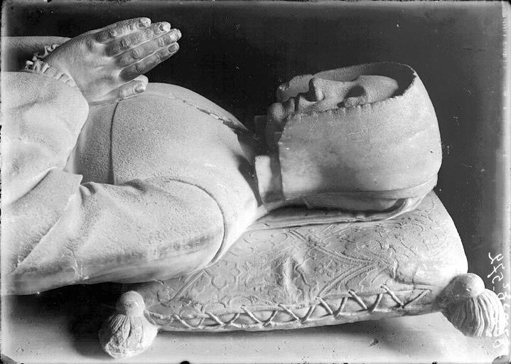 1523 - Tombeau de Roberte Legendre. Buste du gisant