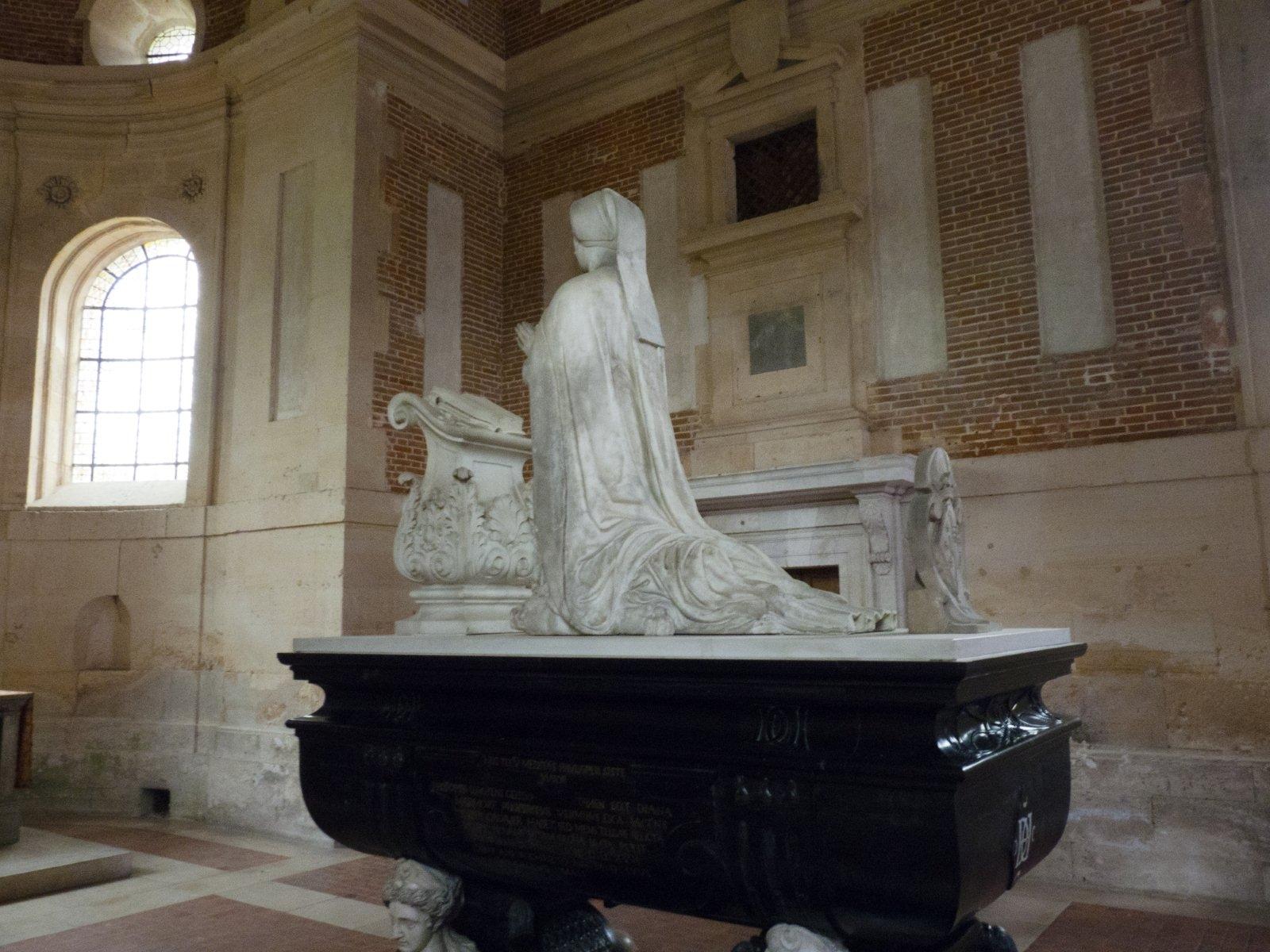 1566 - Chateau d'Anet - tomb of Diane de Poitiers
